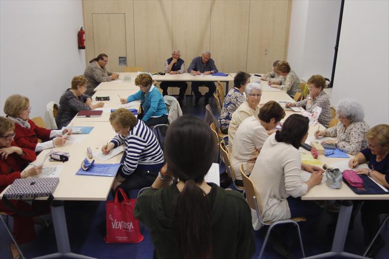 El Ayuntamiento de Córdoba pone en marcha el programa 'Biblioteca para mayores'